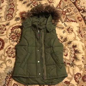 HM puffer vest w/ fur trim hood